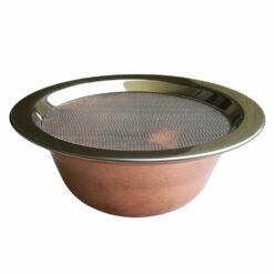 miska s nasadenou mriežkou na šetrné vydymovanie
